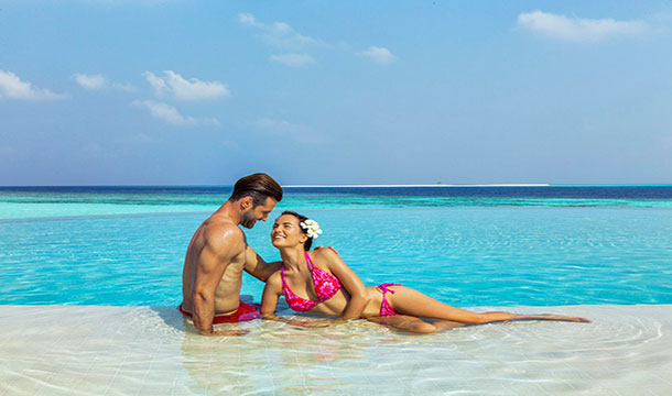 Hurawalhi Island Resort couple