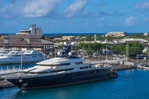tahiti yacht shoreline