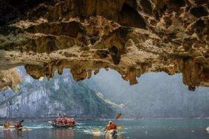 kayak in bat cave Vietnam